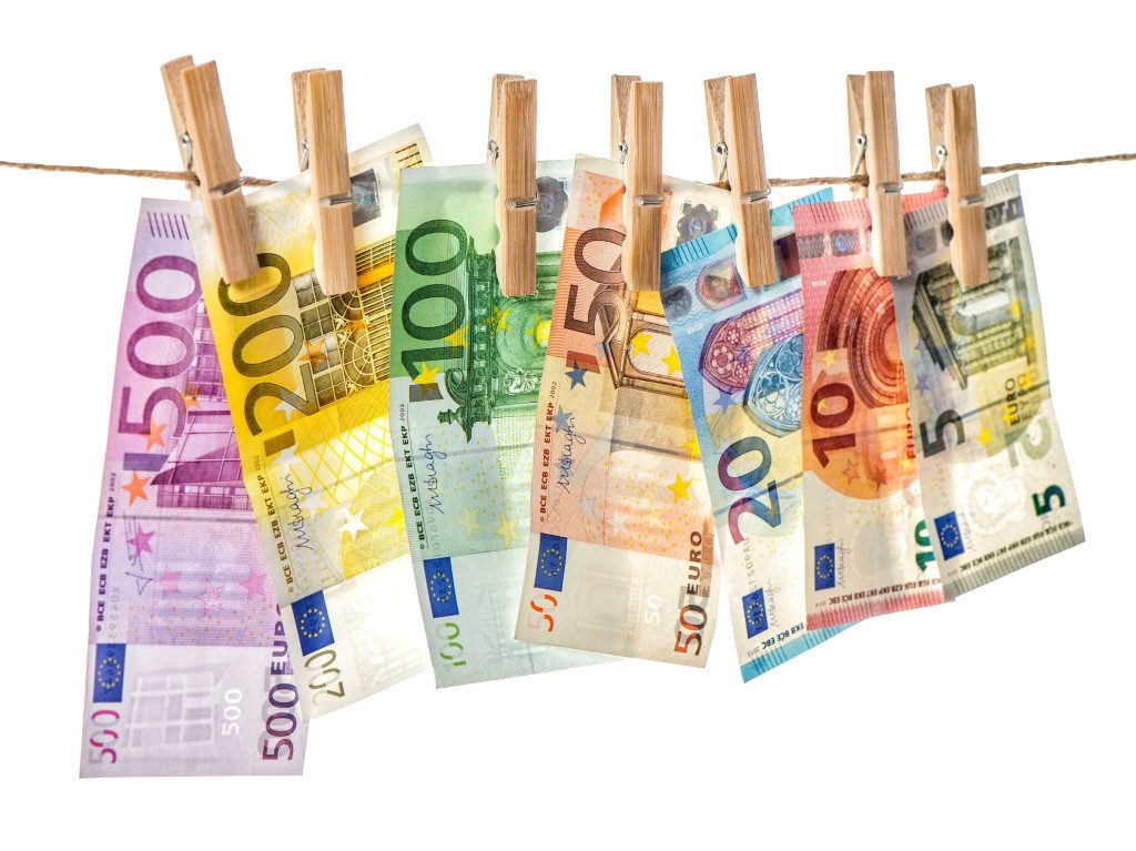 Five detained over laundering more than €627,000