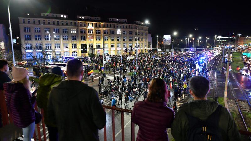 Poland-anti-abortion-protests
