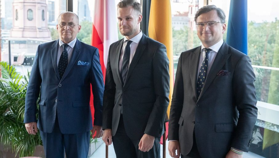 Poland, Lithuania and Ukraine FMs sign Road Map to Lublin Triangle the balticword